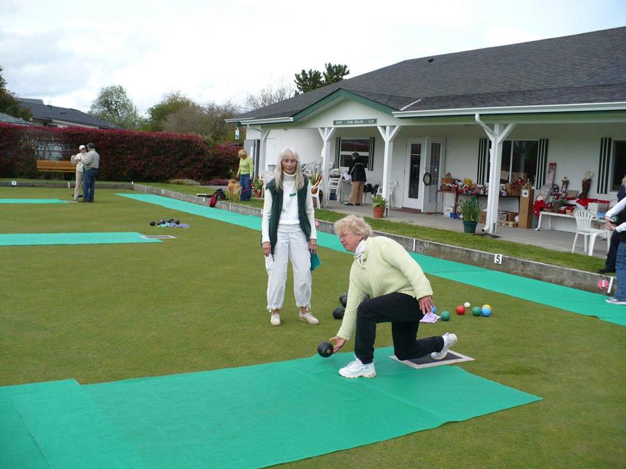 Sidney Lawn Bowling Club - Beginner bowlers are always welcome.